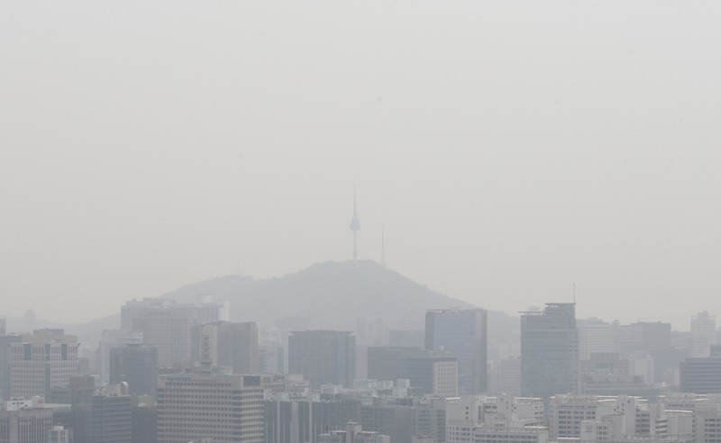 Sales of Dust Masks, Air Purifiers Spike on Murky Air