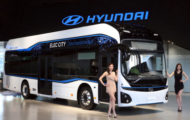 The new bus, mated with a 256 kilowatt-per-hour battery, can run 290 kilometers on a single charge that takes 67 minutes. A 30-minute charging allows it to run 170 kilometers, the company said in a statement. (image: Hyundai)