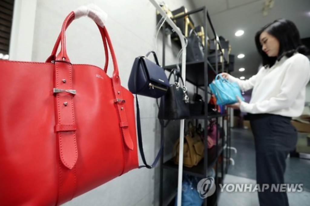 SK Securities analyst Son Yun-kyong said that the rental industry is thriving on the growing demand for consumption among South Koreans while their wages remain relatively stagnant. (image: Yonhap)