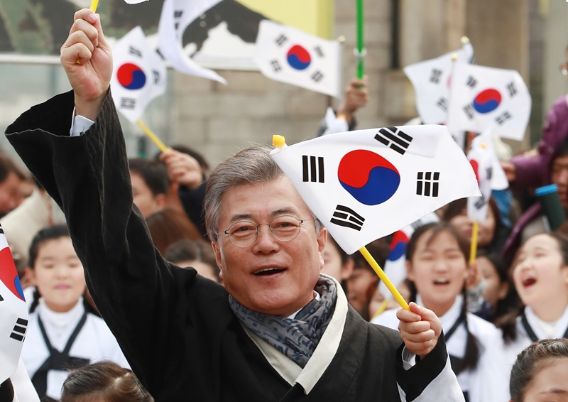 74.8 percent of the respondents said that Moon will do well in his state management. (image: Yonhap)