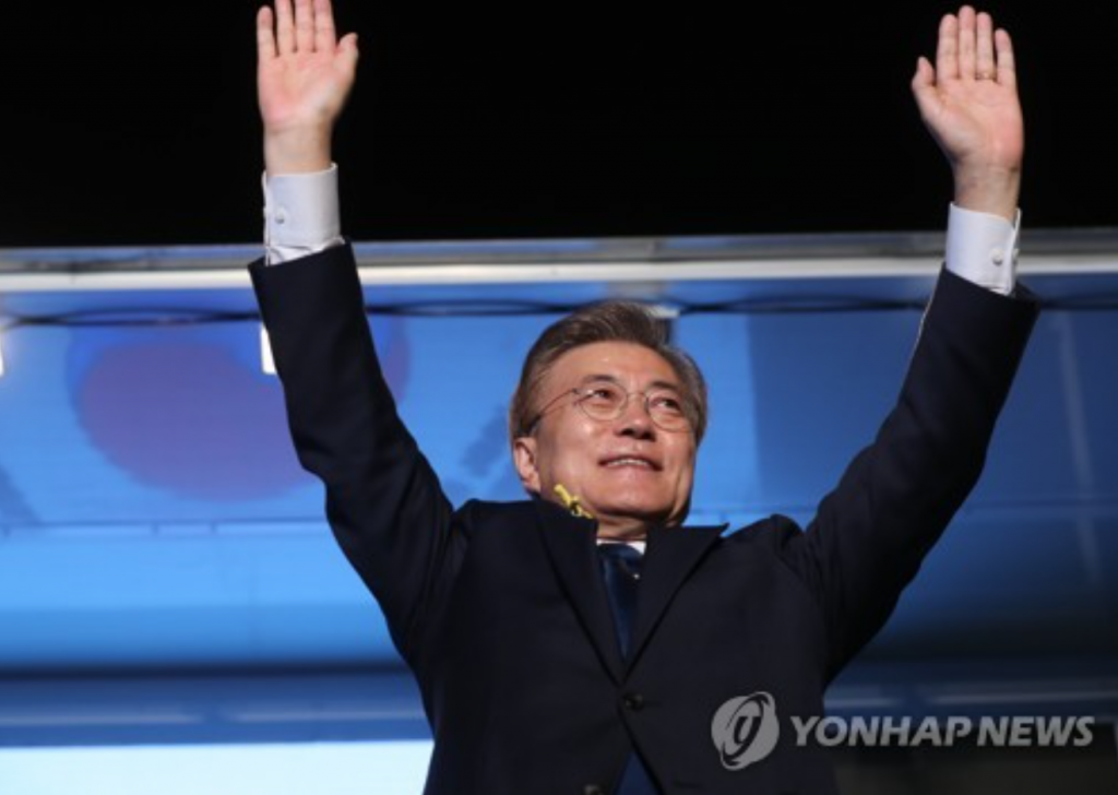 As President Moon formally took office, they asked his government to focus on supporting growth in Asia's fourth-biggest economy by reviving domestic demand, raising the low birth rate and narrowing the gap between conglomerates and SMEs. (image: Yonhap)