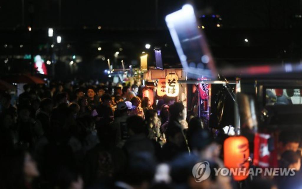 Seoul Bamdokkaebi Night Market. (image: Yonhap)