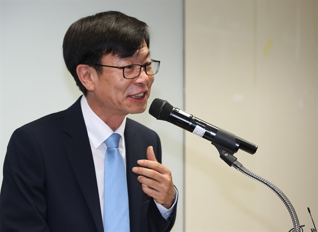 Prof. Kim Sang-jo was named by President Moon Jae-in to run the Fair Trade Commission. (image: Yonhap)