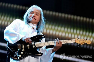 "South Korea's ""Father of Rock"" Shin Joong-hyun Bestowed Berklee Honorary Degree"