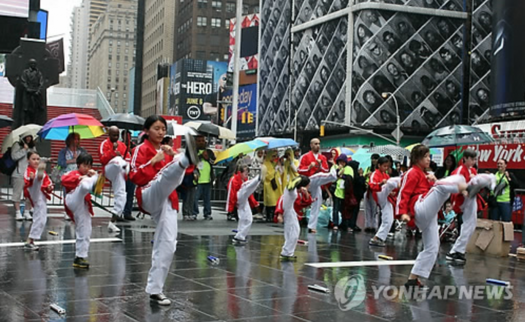 The festival, which was begun in 2008 to promote taekwondo among American citizens, will feature demonstrations from U.S. taekwondo students as well as traditional Korean dances, a wedding ceremony and performances by K-pop stars. (image: Yonhap)