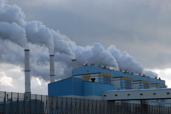 The South Korean electricity power company announced a plan yesterday to slash fine dust emissions by pumping 100 billion won into transforming areas of the Taean Thermal Power Plant into indoor coal storage yards by 2024.(Image: Korean federation for environmental movement)