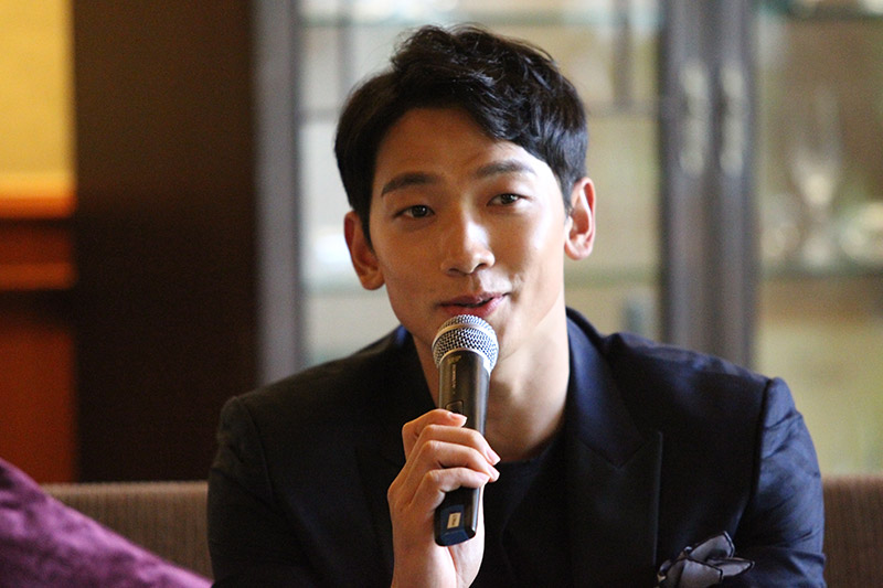 Rain speaks during an interview in Bangkok on June 4, 2017. He was in the Thai capital to take part in this year's Viral Fest Asia, a two-day digital music festival. (image: Yonhap)
