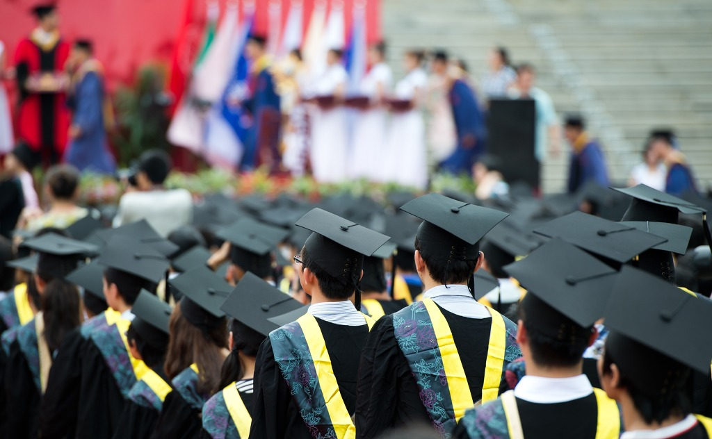 Over half of students enrolled in a four-year degree program turned out to have not set a specific employment goal prior to graduation, as the number of students with a plan decreased from 60 percent in 2005 to 48.2 percent in 2014. (Image: Kobiz Media)