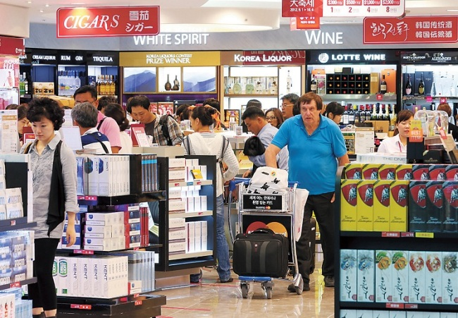 Last week, the Korea Duty Free Shops Association (KDFA) made an official request to the Korea Customs Service to postpone the opening dates of some of the newly built duty-free shops. (Image: Yonhap)
