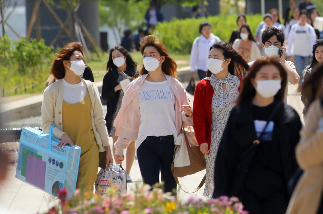 Most South Korean Don't Wear Masks Despite Fine Dust Warnings