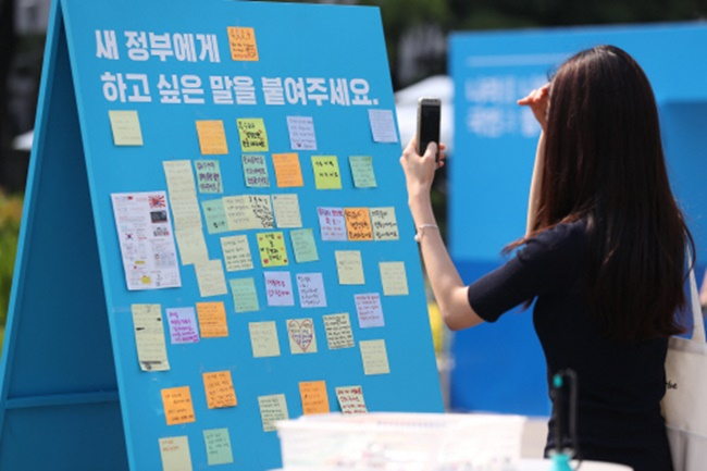 The South Korean government announced on Sunday plans to allow citizens to propose policy through rap music as part of an event scheduled to be held on Saturday at Gwanghwamun 1st Street. (Image: Yonhap)