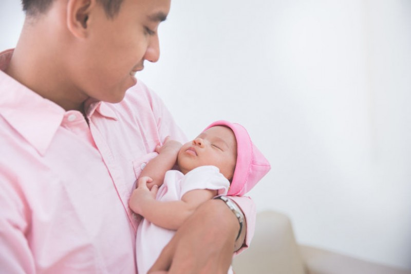 Men on Paternity Leave on Steady Rise, Working Hours Down in 2016