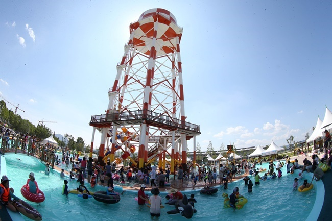 cd9e1ed7636 This summer, the water park, on which the city government spent more than 1