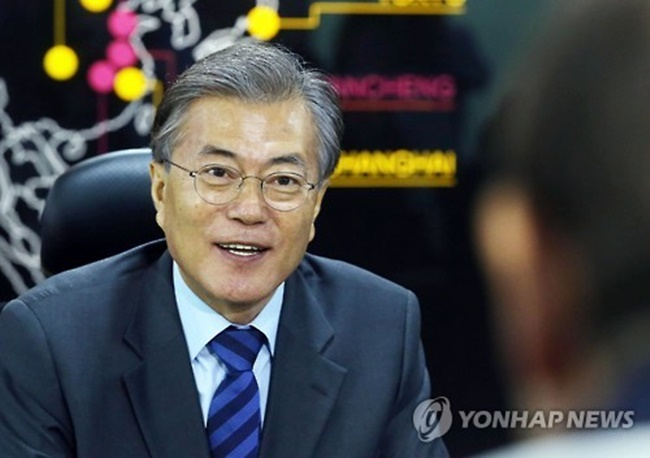Moon will hold the two-day talks in Washington on Thursday and Friday (U.S. time) to touch on a host of outstanding issues. The chief executive will leave Wednesday for his first summit ever with a foreign leader. (Image: Yonhap)