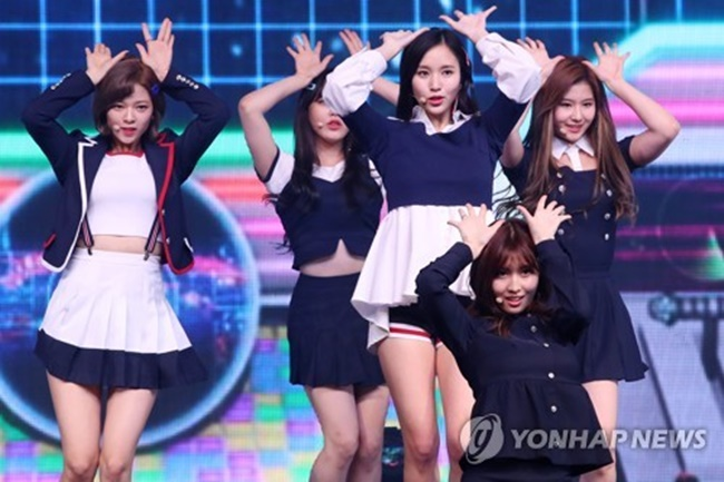 K-pop band TWICE's inaugural Japanese album rose to No. 2 on the country's key music chart, according to the group's agency Thursday. (Image: Yonhap)
