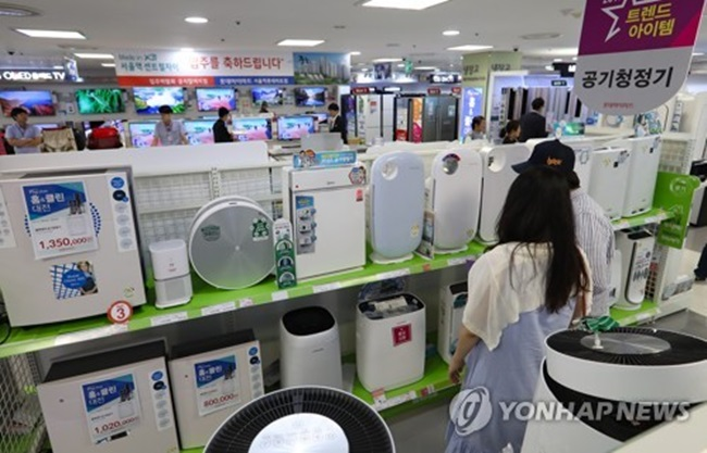 The global air cleaner market has been growing at an annual rate of 12.4 percent over the past three years, the report said, adding that it is likely to post at least 10 percent annual growth to reach $9.6 billion by 2020. Consumer demand has been going up in the face of worsening environmental conditions. (Image: Yonhap)