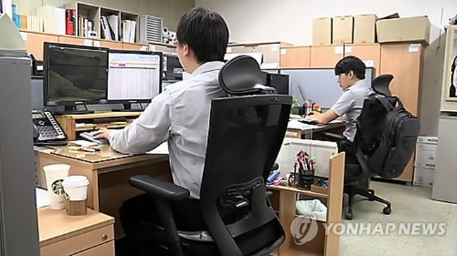 In South Korea where academic background and one's hometown are important in people's career, companies tend to favor graduates from universities in the capital when hiring new employees. (Image: Yonhap)