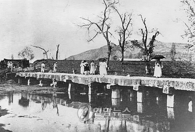 Namseok Bridge In the 1920s (image: Yonhap)