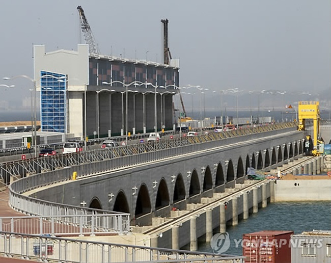 Sihwa Lake Tidal Power Station, the largest tidal power installation in the world since 2011 when it opened, is also located in Ansan with a total power output capacity of 254 MW. (Image: Yonhap)