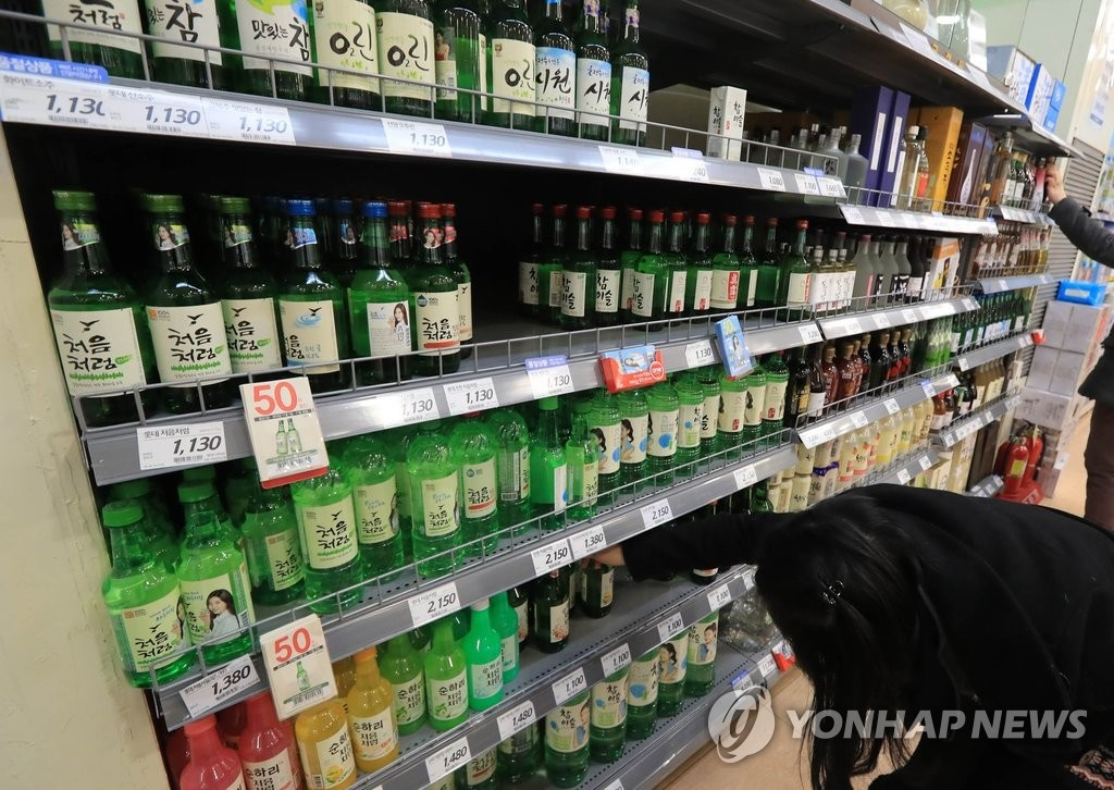 As excessive drinking and related crimes are emerging as one of the most pressing social issues facing South Korea, calls to ramp up regulations on the sale of alcohol and drinking in public spaces are notably growing. (Image: Yonhap)