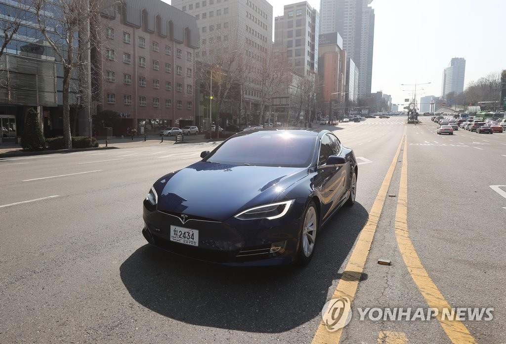 Sales of electric cars in South Korea have grown sevenfold in the past year, as growing public interest is seeing more consumers trade in their gas-guzzlers to instead opt for more eco-friendly and energy-saving alternatives. (Image: Yonhap)