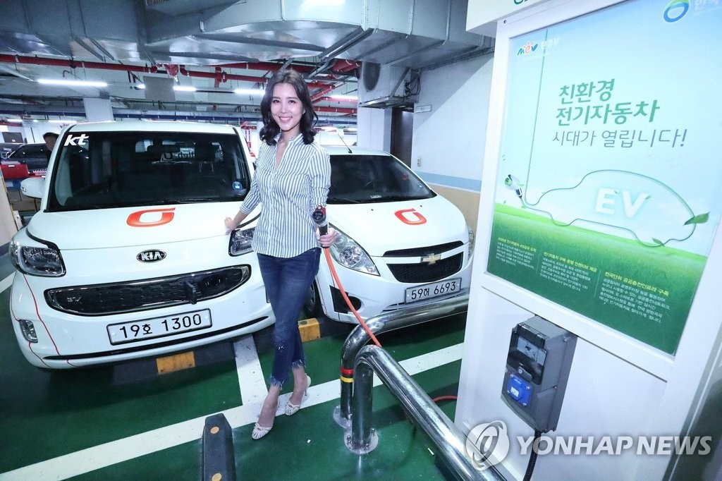 Busan Metropolitan City is set to introduce a portable electric vehicle charging system at local apartment buildings and complexes as part of efforts to encourage the use of alternative fuel vehicles. (Image: Yonhap)