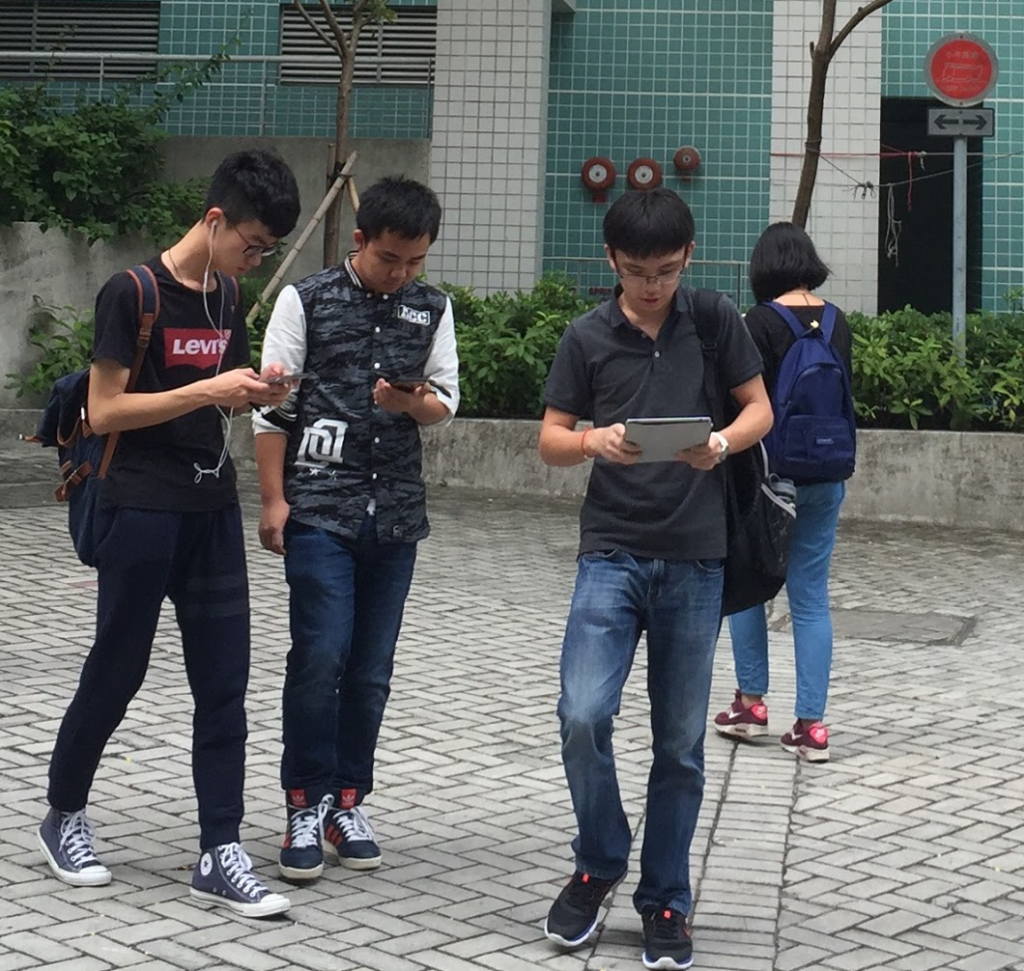 According to figures from the Ministry of Science, ICT and Future Planning and the Korea Transportation Safety Authority (TS), the number of accidents of smartphone use while walking nearly doubled from 2011 to 2015. (Image: Wikimedia Commons)