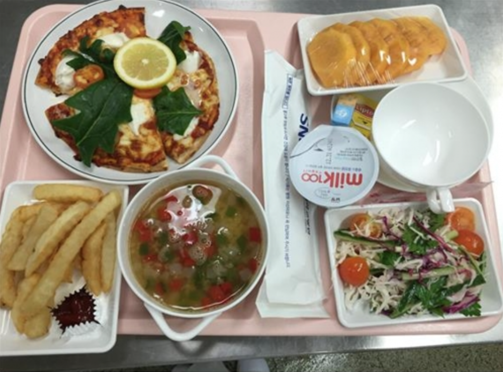 Seoul National University (SNU) Hospital provides 14 soups, six appetizers, 36 main dishes, 18 salads and eight rice meals for Arab patients seeking halal foods prepared in a specific way in accordance with Islamic Sharia law. (image: Seoul National University Hospital)