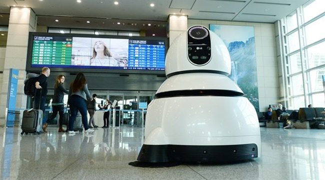 According to Incheon Airport officials on Monday, five guide robots and another five for cleaning will be trialed from next month, following four months of tests of the artificial intelligence-based robots at the airport, a process that was designed to improve accuracy.(Image: LG Electronics)