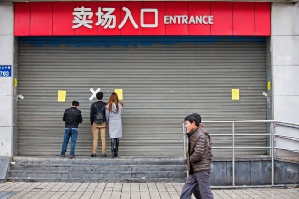 """Lotte has revealed that 74 of the 99 Lotte Mart outlets in China still remain shut, after failing """"fire inspections"""" conducted by authorities, with 13 stores voluntarily shuttered following boycotts amid growing anti-Korean sentiment. (image: Yonhap)"""