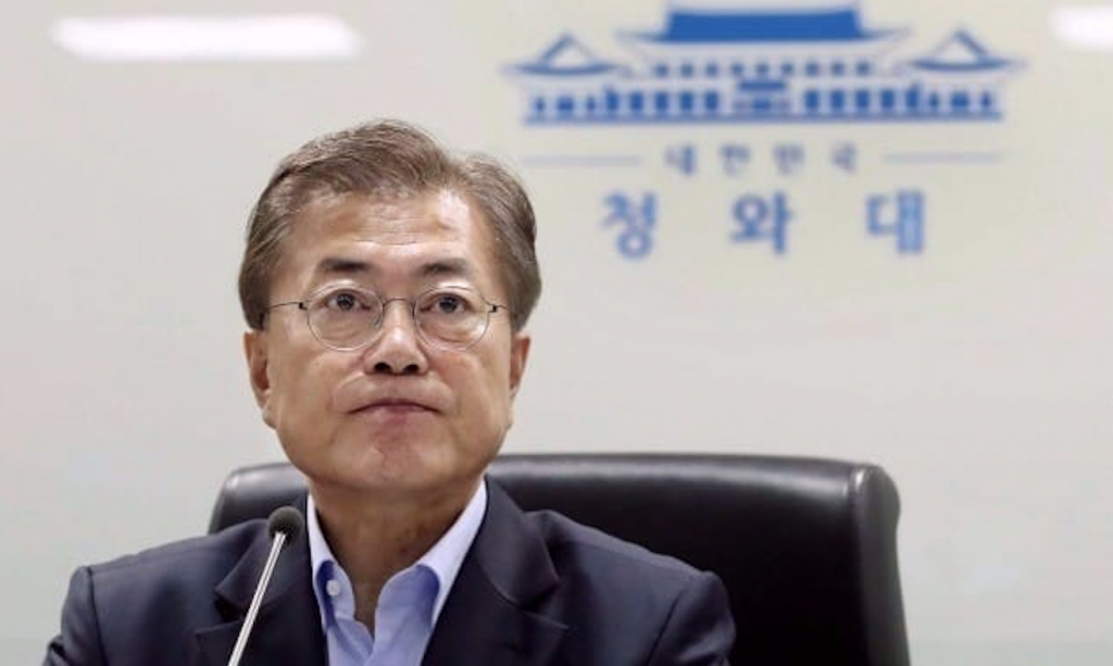 The survey showed the Moon's biggest strengths were the largest weaknesses of his predecessor Park Geun-hye, Gallup said. (image: Cheong Wa Dae)