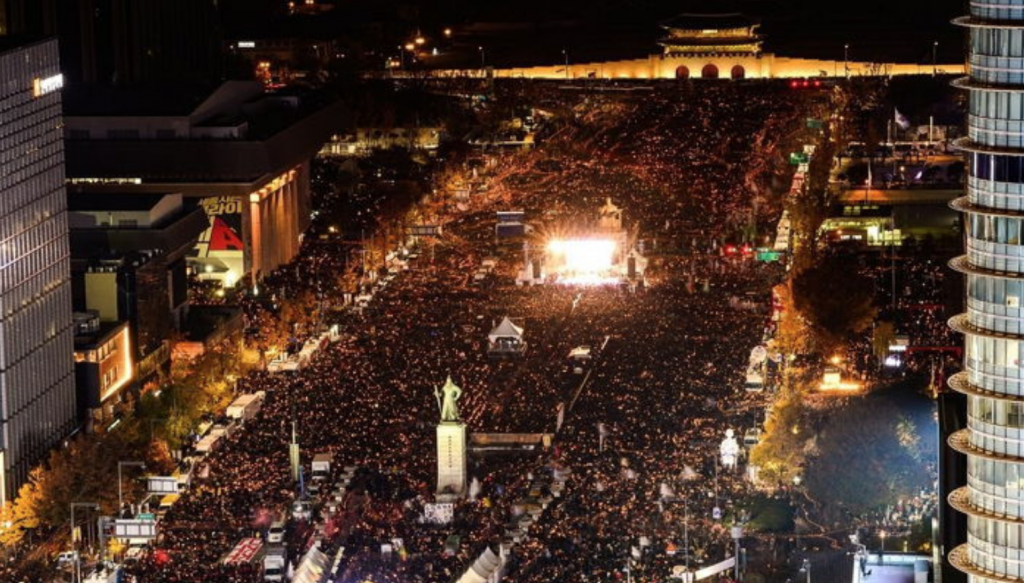 The number of protest participants skyrocketed starting in October as the political scandal unfolded, leading to weekend candlelight rallies demanding President Park's resignation. (image: Yonhap)