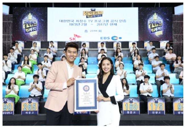 When the show was first aired on MBC, it wasfilmedin astudio as a quiz competition,butwhen itjumped over to EBS, the format was changed to a different style in which the crewvisits high schools across the country. (Image: Kobiz Media)