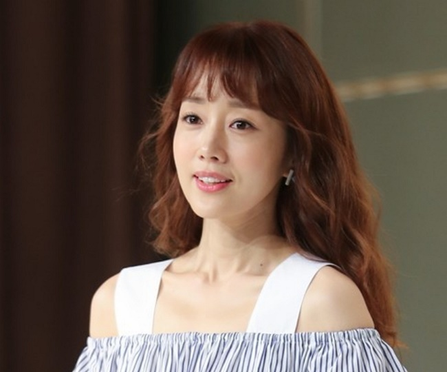 TV personality and singer Yoon Son-ha has been a lightning rod for criticism in the media due to her fame since the TV network SBS first covered the scandal as part of its news program. (Image: Yonhap)