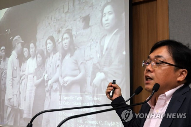 The black and white video footage, a mere 18 seconds long, shows seven comfort women presumably in front of a comfort station. It is believed to have been filmed by a photographer from the U.S. military, which occupied Songshan, China in September, 1944.(Image: Yonhap)