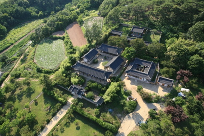 "A group of nine ancient private Confucian academies in the country, called ""Seowon"" in Korean, will again try to gain registration as a UNESCO World Heritage early next year, an official at the Cultural Heritage Administration (CHA) here said Monday. (Image: Cultural Heritage Administration, Yonhap News)"
