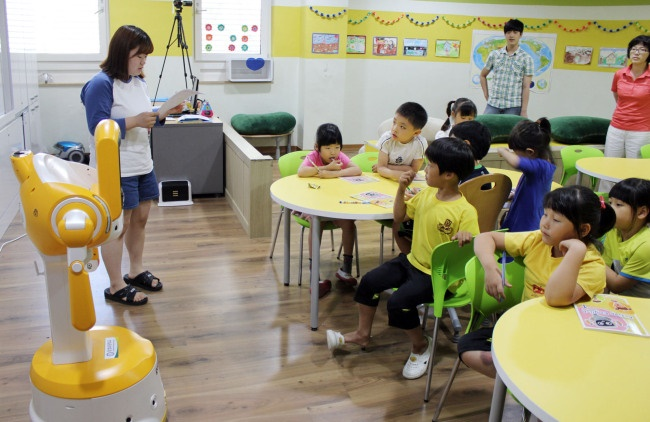 As the birth rate in South Korea has plummeted to a record low level, the number of privately-owned kindergartens closing due to a shortage of students is on the rise. (Image: Yonhap)
