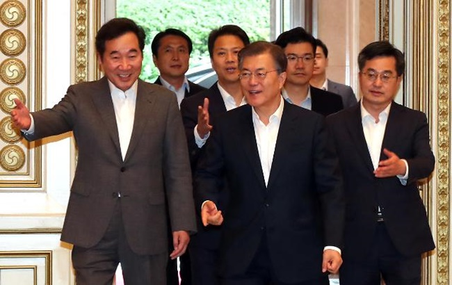 The president has yet to name a new designate for the labor minister, the newly created post of the minister for small and medium-sized enterprises reamining vacant with no nominee named so far. (Image: Yonhap)