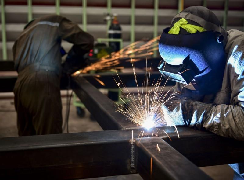 Shipbuilding, Automobile Industries Face Labor Disputes Amidst Economic Gloom