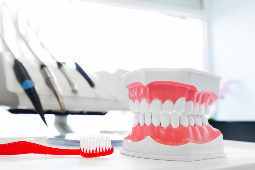 The report submitted by the Seoul Metropolitan Government in 2014 to lawmaker Kim Jae-won, now a member of the Liberty Party, showed prices for dental implant procedures vary between 850,000 won and nearly 4 million won. (Image: Kobiz Media)