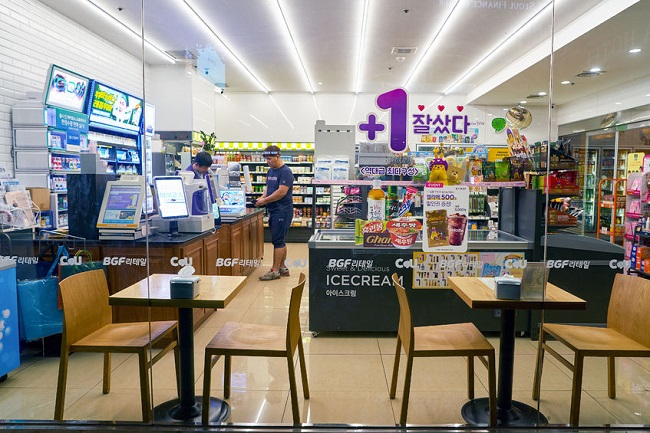 The higher the number of convenience stores, the more teenagers were exposed to the risk of obesity. (Image:Kobiz Media)