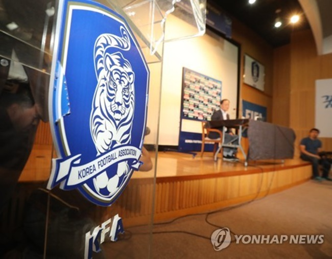 The Korea Football Association's emblem is displayed at a press conference for the KFA technical committee meeting at the National Football Center in Paju, Gyeonggi Province, on July 4, 2017. (Image: Yonhap)