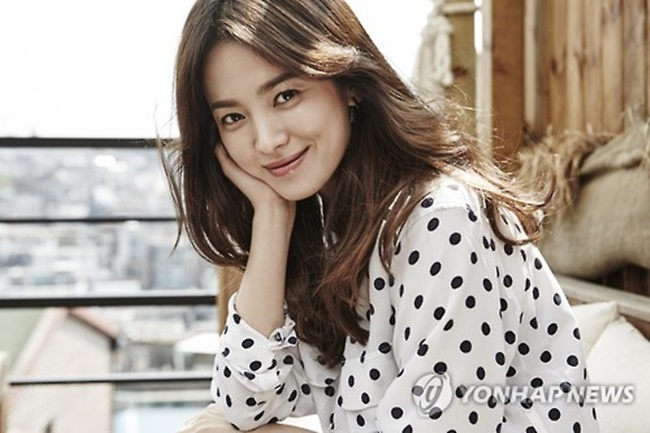 "Song Hye-kyo, who co-starred in KBS 2TV's mega-hit drama ""Descendants of the Sun"" with Song Joong-ki, rejected a modeling offer from the Japanese automaker in April of 2016, as the Mitsubishi Group was involved in a lawsuit over the alleged use of Korean forced labor during Japan's occupation of Korea. (Image: Yonhap)"