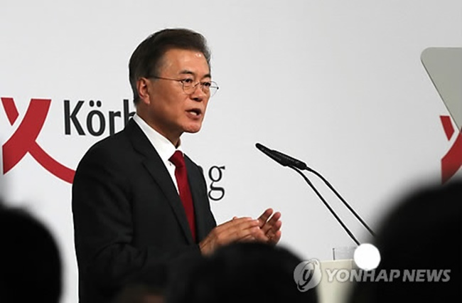 South Korean President Moon Jae-in speaks in a meeting with members of Germany's nonprofit think tank, Korber Foundation, in Berlin on July 6, 2017. (Image: Yonhap)