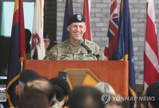 Lt. Gen. Thomas S. Vandal, commander of the Eight Army, delivers a speech at the opening ceremony for the unit's new headquarters at Camp Humphreys in Pyeongtaek, Gyeonggi Province, on July 11, 2017. (Image: Yonhap)