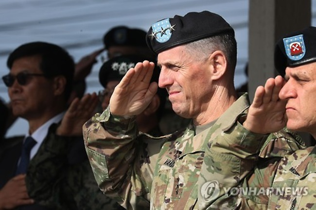 This file photo shows Lt. Gen. Thomas S. Vandal (2nd from R), commander of the U.S. Eighth Army, saluting during a Transfer of Authority ceremony held at Camp Casey in Dongducheon, Gyeonggi Province. (Image: Yonhap)