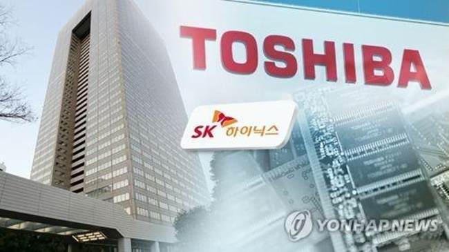 Japanese media earlier reported Toshiba is holding talks with U.S. Western Digital and Taiwan-based Hon Hai Precision amid the delayed negotiation with its preferred-bidder consortium that includes SK hynix. (Image: Yonhap)