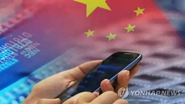According to the data compiled by Counterpoint Research, Chinese smartphone makers took up 87 percent of their home market in the April-June period. The top four brands -- Huawei Technologies Co., OPPO Electronics, Vivo Mobile Communications Co., and Xiaomi Inc. -- took up 69 percent, it added. (Image: Yonhap)