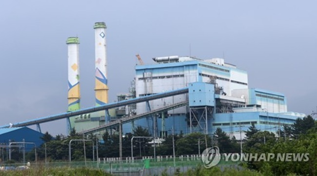 According to the Yeongdong Eco Power Division of Korea South-East Power (KOSEP), around 96 billion won was invested to renovate the Young Dong Unit 1 power station into a renewable energy plant that generates 125 megawatts by burning wood pellets. (Image: Yonhap)