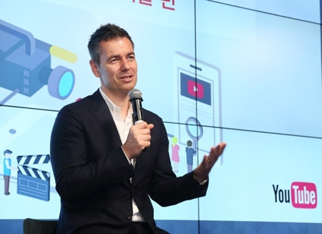 Robert Kyncl, the Chief Business Officer at YouTube and a speaker at the event on Sunday, addressed the issue of a lack of business models while speaking to the audience. (Image: Youtube)